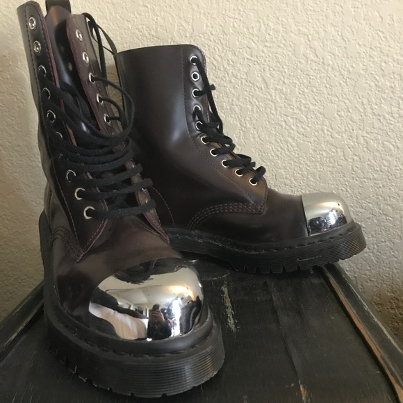 dr martens steel toe shoes